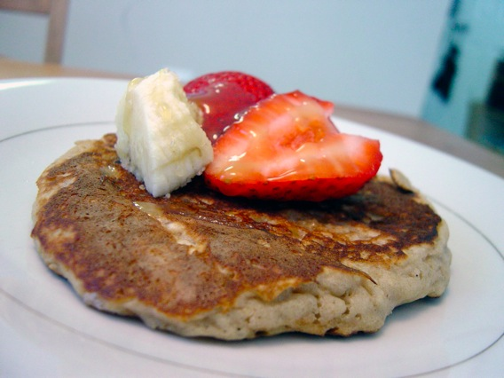 oatmeal-pancakes-strawberry-banana